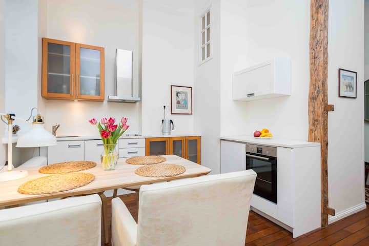 Best location, beautiful and quiet Old Town apt.