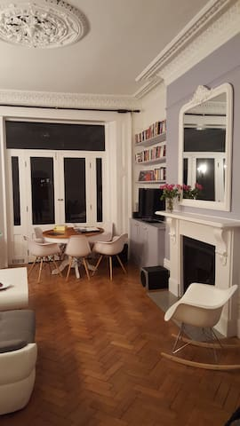Living: dining table (extendable), fireplace, TV