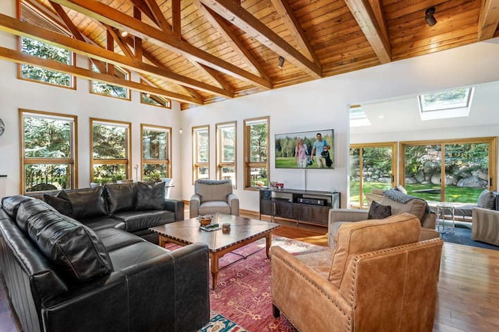 Newly Renovated Luxury Mountain Home w/ Private Hot Tub. Minutes from Beaver Creek and Vail.