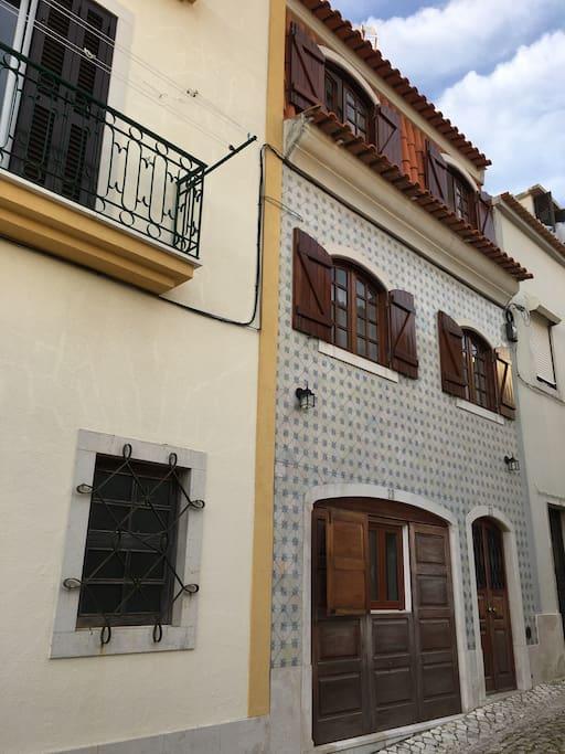 Home4L - Sesimbra (lower street entrance)