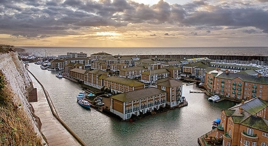 Calm Shores Apt -Brighton Marina with FREE PARKING - 브라이튼(Brighton) - 아파트