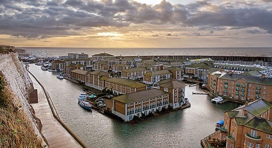 Calm Shores Apt -Brighton Marina with FREE PARKING - Brighton - Lejlighed