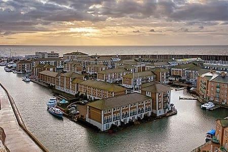 Calm Shores Apt -Brighton Marina with FREE PARKING - Brighton - Huoneisto