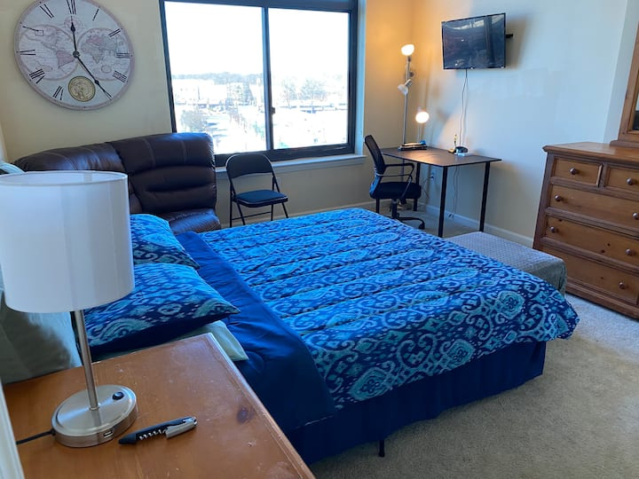 High Rise Apt Suite 15mins from DC Memory Foam bed