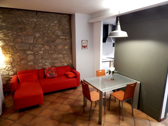 Girorooms loft for couples | Old Town Ballesteries