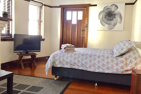 Comfortable spacious room with additional study - Saint Kilda
