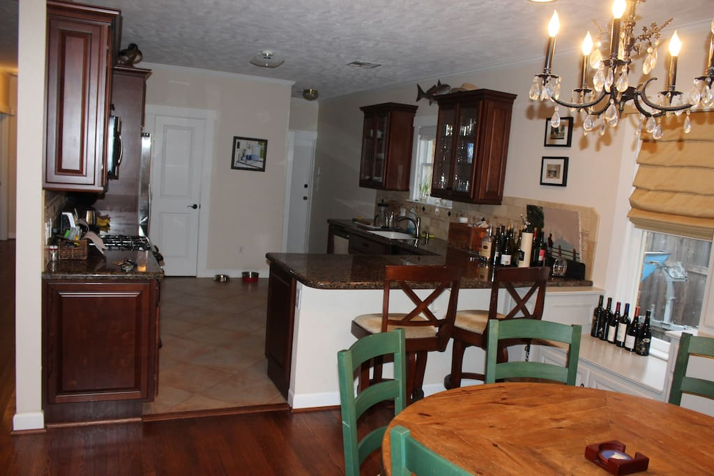 Kitchen opens into dining room/TV room