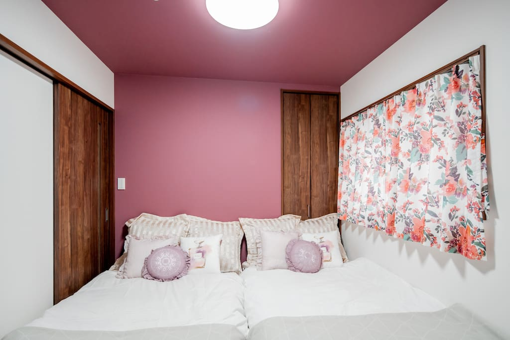 bed room (2 semi-double size beds. upto 4 guests can sleep on these!)