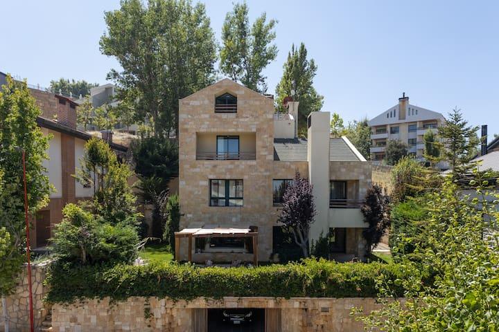 Triplex w/two terrasse in the heart of Mzaar