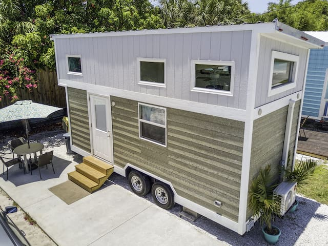 Tiny House Amy- our first Tiny House at Tiny House Siesta- Free WiFi