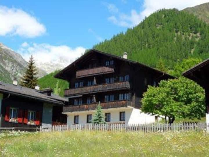 A fantastic chalet 150 meters from the ski lift