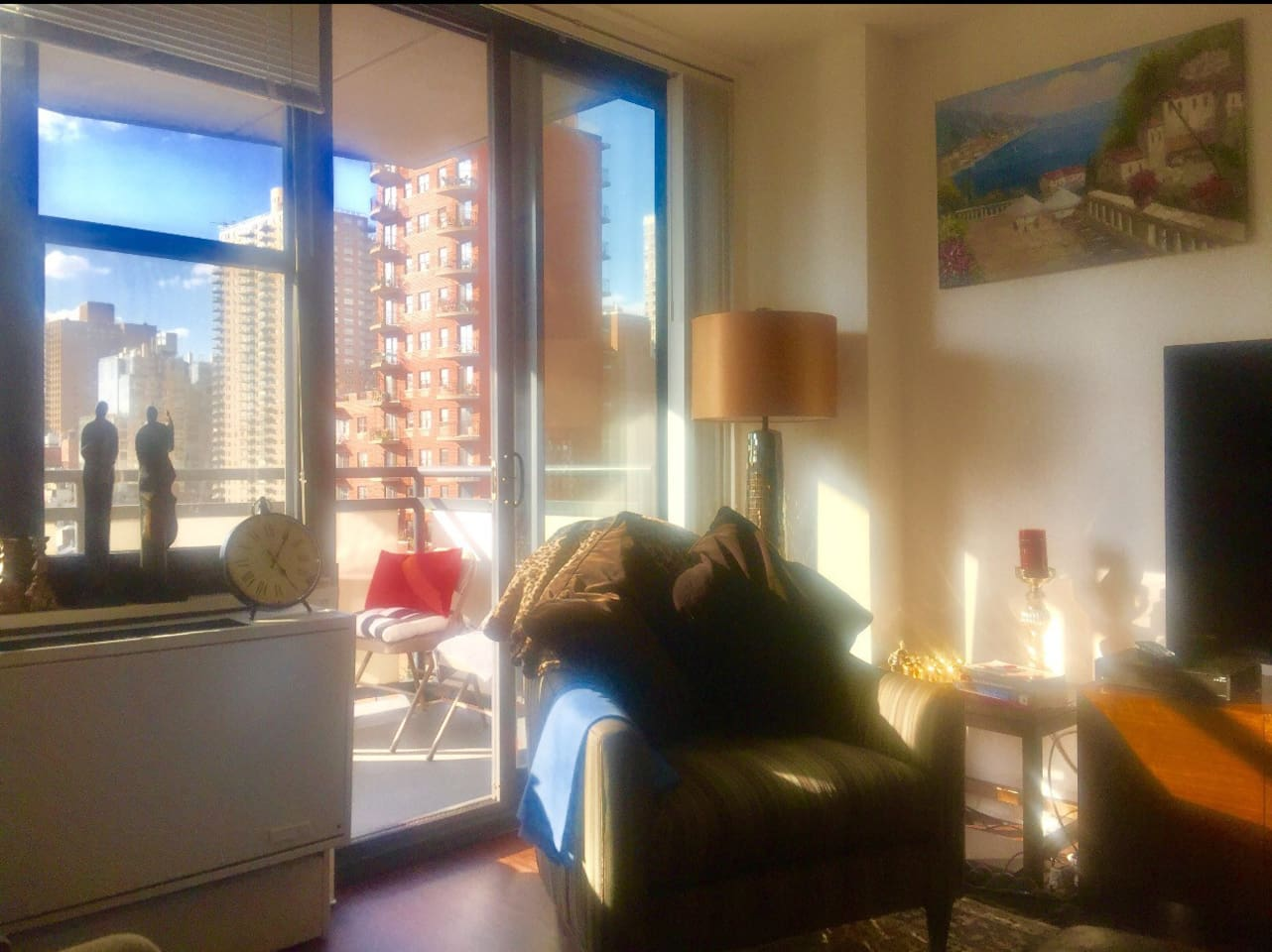 Specious living room with a balcony! Amazing open city view!