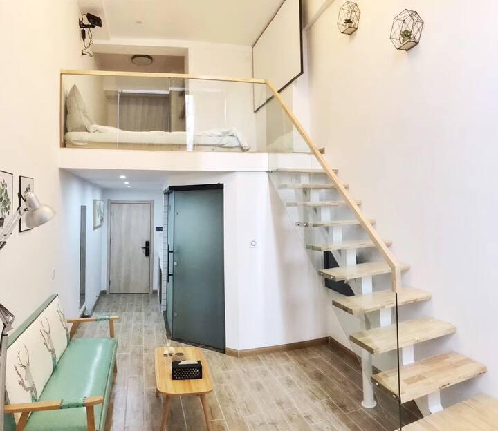 【素泊·喜度】新天地科技生活广场商业中心loft复式 投影仪 影院房