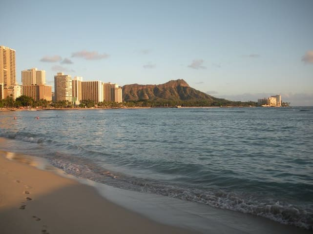 Waikiki w/ parking included! - Honolulu - Appartement