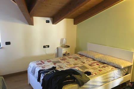 Accogliente camera in trilocale - Origgio - Wohnung