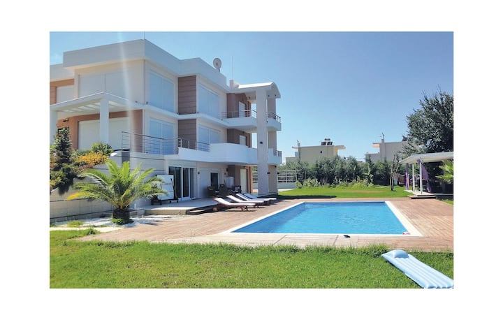 Nice home in Preveza with WiFi and 7 Bedrooms