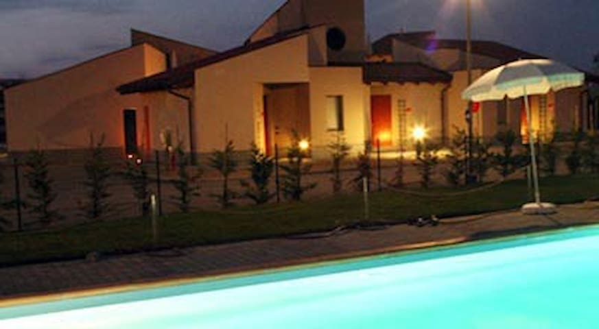 Apt for 3+2 persons with pool in Alba R32439