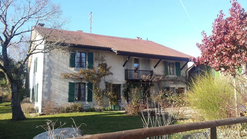 Chambre au calme dans ferme rénovée - Cossonay - บ้าน