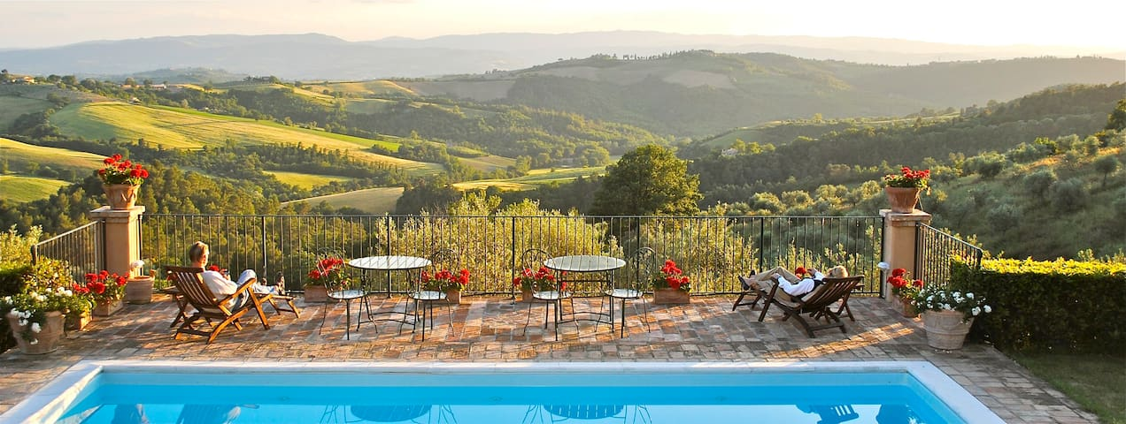 Double bedroom in a charming hotel with pool in the green Umbria