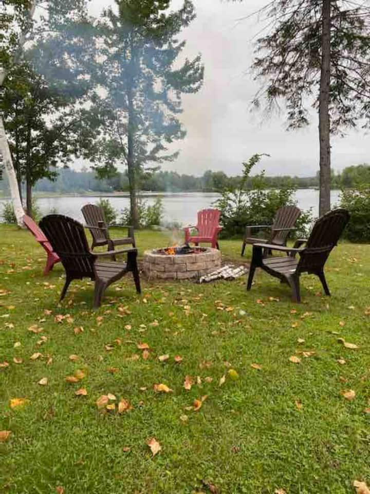 4 Season Waterfront Cottage on the Ottawa River.