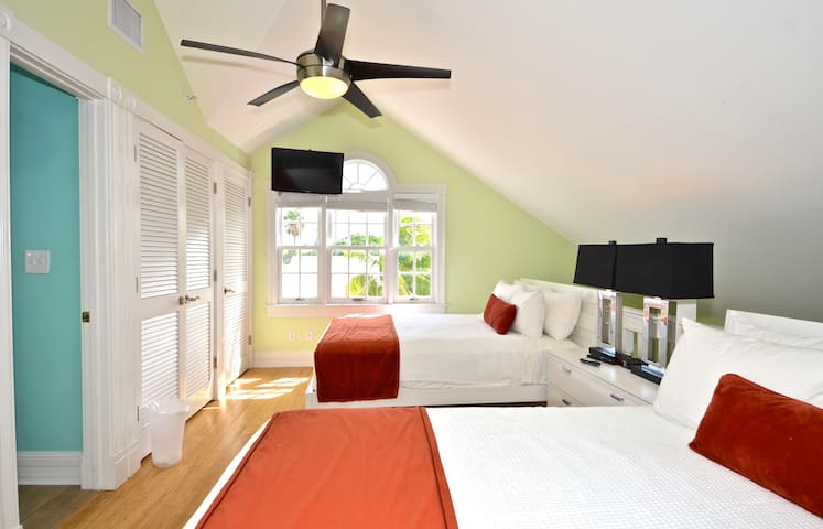 Duval Delight by Duval - Key West - Apartment
