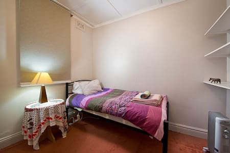 The SportsBunkhouse - Private Room with Single Bed - Blackheath