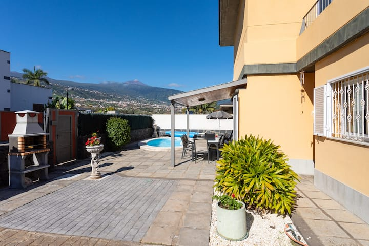Villa Dorina - Private heatable  pool, wifi, views