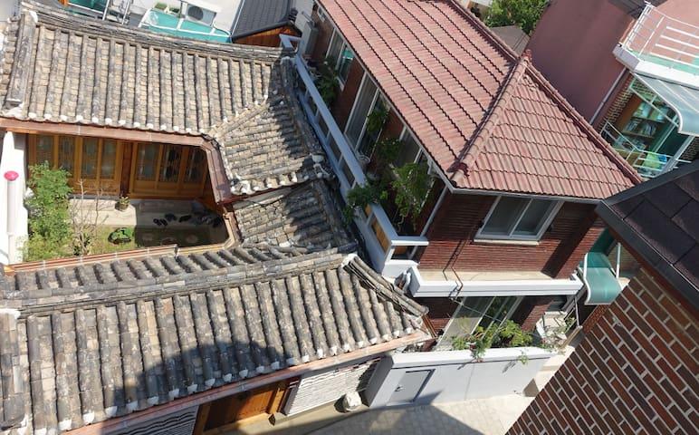 the Heart of Seoul, Seochon Guesthouse (Mi room)