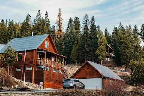 Cozy Log Cabin in Cascade with river view & access