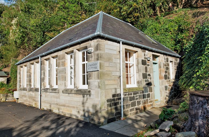 Self catering one bedroom cottage (near Edinburgh)