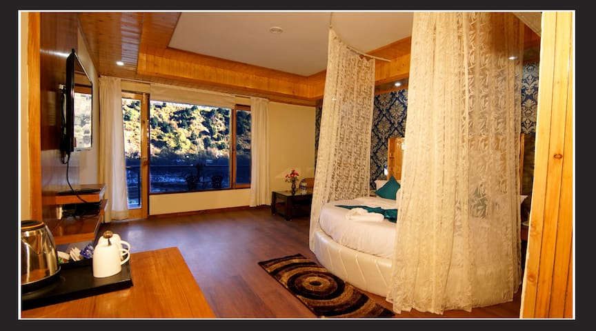 DELUXE ROOM NEAR MANALI