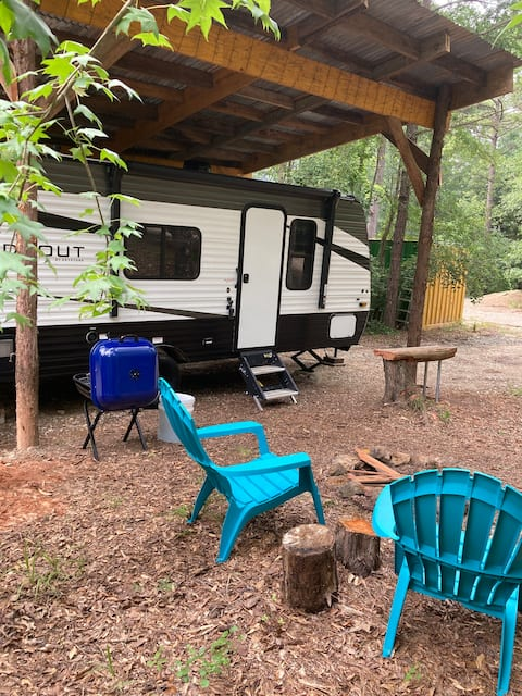 Coyote Creek Camper w/ Outdoor Fire Pit and Trail