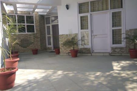 Isec Guest House, Noida