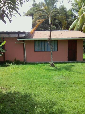 Casa de campo en la Amapola de Puerto Jiménez
