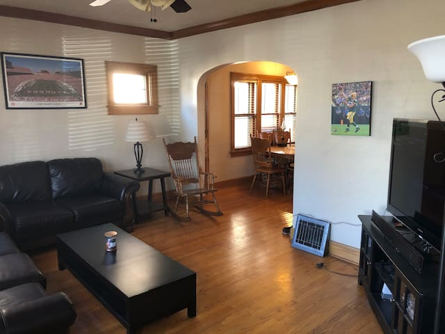 3 bdrm home with huge loft minutes from downtown