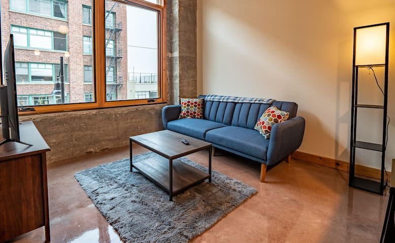 1B/1B Downtown Tacoma Loft A | Fit for long stays