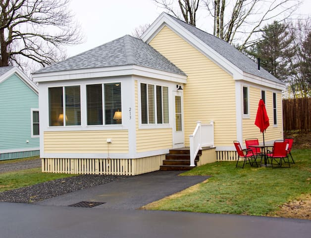 Beautiful Year Round Cottage Close to Family Pool