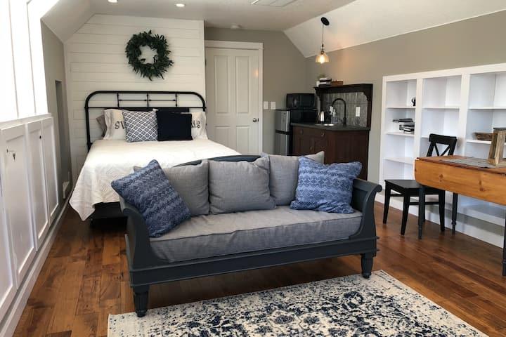 Newberg Garden View Suite – Peace, Rest, Enjoy