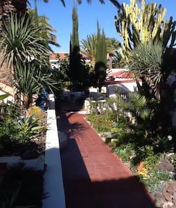 Spacious villa with ample parking. - San Isidro