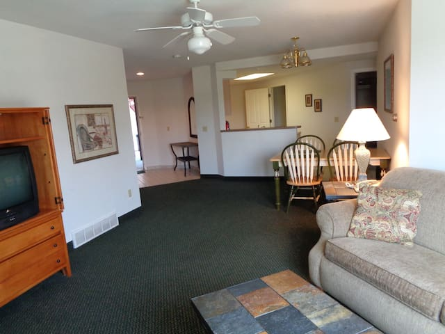 Sand Point Luxury Condos (Rm 111/112) Double Suite