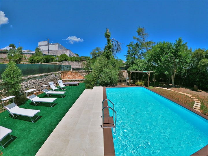 Seafront Villa with fabulous garden & private pool