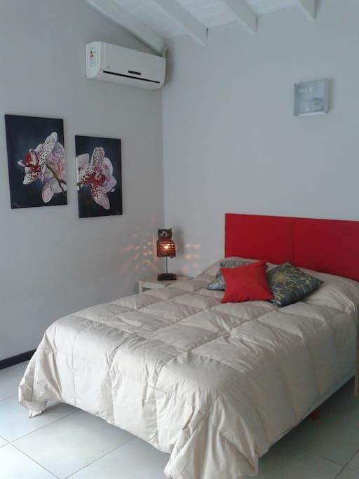 Dormitorio principal con sommier matrimonial