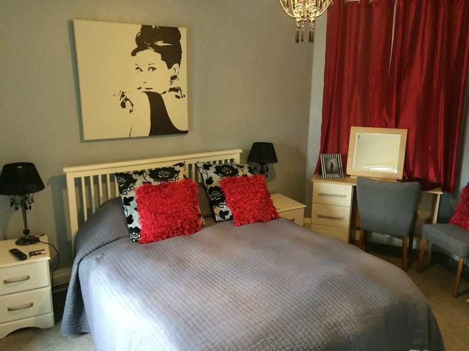 Audrey Hepburn themed bedroom. Flat screen TV. Silent fridge, hospitality goodies. En suite shower room.