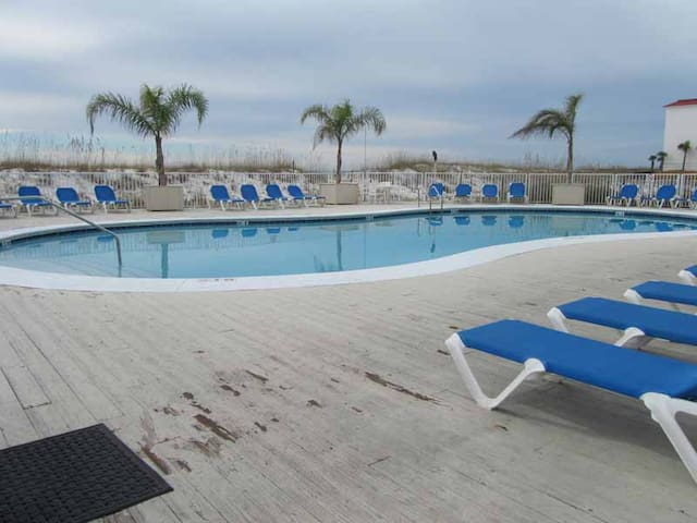 Beachside~Great Amenities~Located ON The Sand~Vitamin SEA is FREE!!!