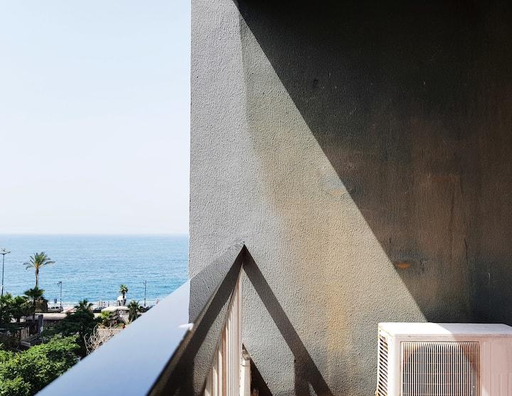 Bright & Charming Apartment facing AUB!