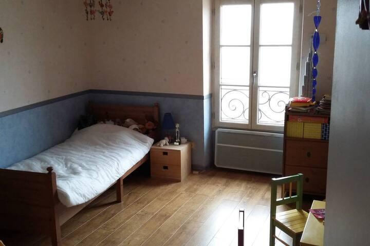 3e chambre, lit 80x200