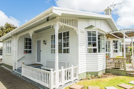 CHARMAE GUEST HOUSE ( Large Home,  Sleeps  9 +4 )