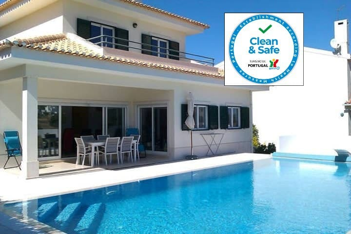 Lovely Villa & pool, Beautiful view sleeps 8