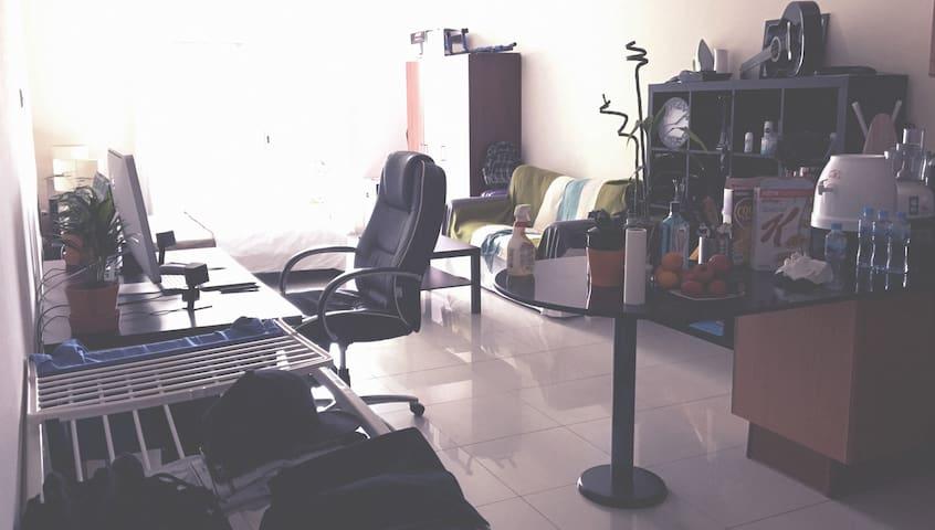 Modern Big Studio - Dubai - Huoneisto