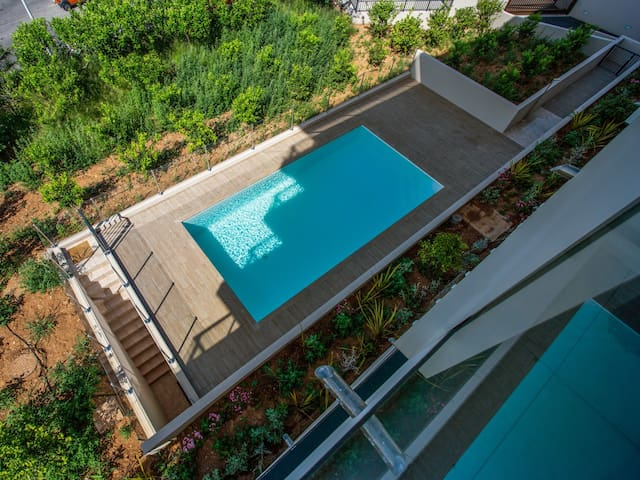 Modern flat with swimming-pool, parking and view on the sea - Welkeys
